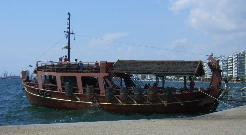 Die Ausflugsboote können eine ganze Gruppe beherbergen.
