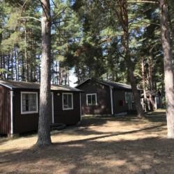 Gemütliche Schlafhütten im Freizeitheim Gustavs in Schweden