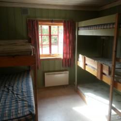 Schlafraum im norwegischen Freizeitheim für Jugendfreizeiten am See in Blestölen.