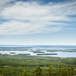 Blick über die Landschaft vom schwedischen Ferienhof Skoglundsgarden für Jugendfreizeiten