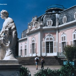 dedd Schloss Benrath als Ausflug vom barrierefreien Gruppenhaus in Düsseldorf