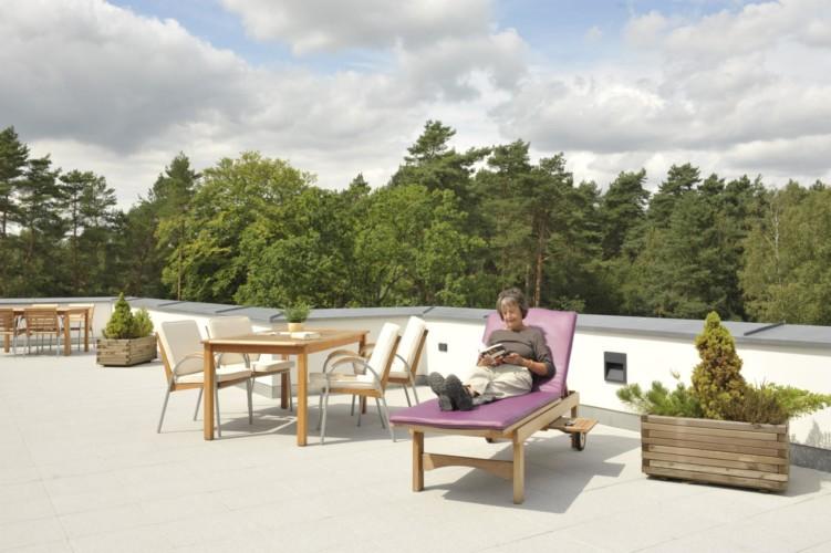 Die Dachterrasse des Heidehotels Bad Bevensen in Deutschland.
