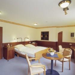 Ein Doppelzimmer im deutschen Heidehotel in Bad Bevensen.