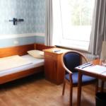 Ein Einzelzimmer im deutschen Heidehotel Bad Bevensen.