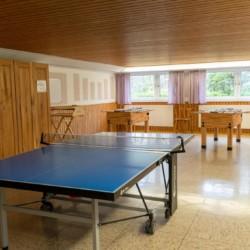 Mehrzweckraum im Untergeschoss im deutschen Jugend und Kinderfreizeithaus Waldheim Häger