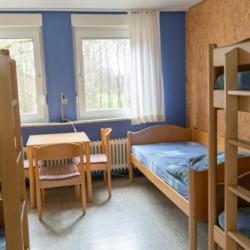 5-Bettzimmer im deutschen Kinder- und Jugendgruppenhaus Waldheim Häger