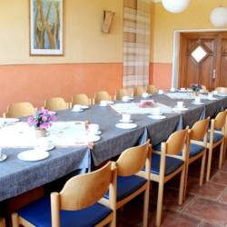Der Speisesaal im deutschen handicapgerechten Haus Hainichen für Menschen mit Behinderung.