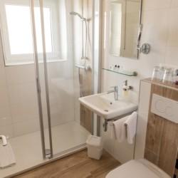 Sanitäre Anlagen im deutschen Gruppenhaus Hotel Bayerischer Wald*** für barrierefreie Gruppenreisen.