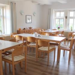 Barrierefreier Speisesaal im deutschen Freizeithaus Gästehaus Harz für Kinder und Jugendreisen.