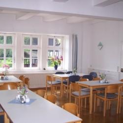 Speisesaal im deutschen Freizeithaus Gästehaus Harz für Kinder und Jugendreisen.