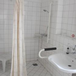 Barrierefreie sanitäre Anlagen im Gruppenhaus Gästehaus Harz in Deutschland.