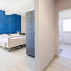 Ein barrierefreies Doppelzimmer im deutschen Ferienhaus Kajüte auf Langeoog.