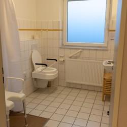 Ein barrierefreies Badezimmer im Freizeithaus Kajüte auf Langeoog.
