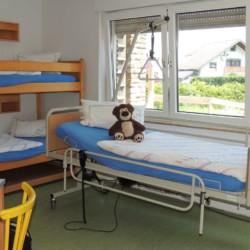 Ein elektirisch verstellbares Pflegebet im handicapgerechtem Jugendfreizeithaus Krekel