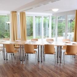 Gruppenraum im barrierefreien Ferienhaus Kieler Bucht für Menschen mit Handicap
