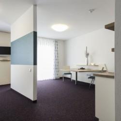 Barrierefreies Schlafzimmer im Hotel Lichtblick in Deutschland für Gruppenreisen.