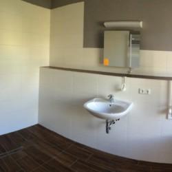 rolligerechtes Bad im Gruppenhaus Ostseehof für behinderte Menschen