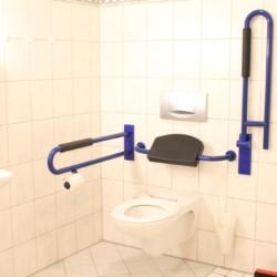 rolligerechtes Bad im Gästehaus Luisenpark in Erfurt für Menschen mit Behinderung