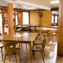 Speisesaal im Gruppenhaus Ferienhof Kieler Bucht für Menschen mit Behinderung