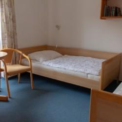 Ein Schlafzimmer im Freizeithaus Greifswalder Bucht in Deutschland.