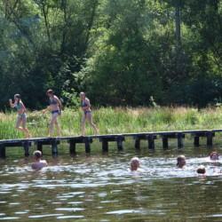 Ausflug zum Naturbadeplatz Bargfeld in der Nähe des CVJM Gruppenheims Marwede in Deutschland.