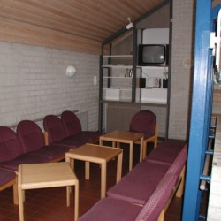 Gruppenraum mit TV im Freizeithaus Jugendhaus Monschau in Deutschland.
