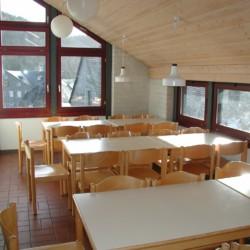 Speisesaal im deutschen Freizeithaus Jugendhaus Monschau für barrierefreie Gruppenreisen.