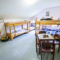 Ein Mehrbettzimmer im Bergheim Riedelsbach in Deutschland.