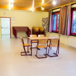 Gemeinschaftsraum im deutschen Freizeitheim Schhotten für Kinder und Jugendliche.