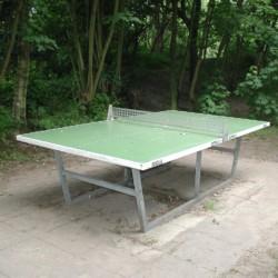 Outdoor Tischtennisplatte am deutschen christlichen Freizeitheim Seeste.