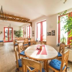 Speisesaal im deutschen Gruppenhotel Zittauer Gebirge für Kinder und Jugendfreizeiten.