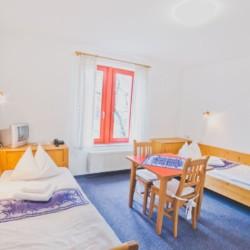 Ein Schlafzimmer im deutschen Gruppenhotel Zittauer Gebirge für Kinder und Jugendfreizeiten.