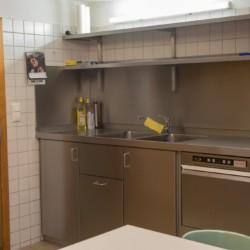 Die Küche im Gruppenhaus Waldmichl in Deutschland.