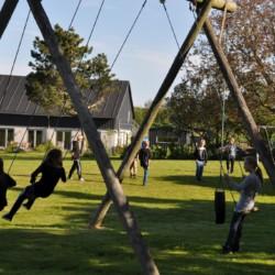 Der großzügige Spielplatz im dänischen Freizeitheim Boll´s Lejrskole auf der Insel.