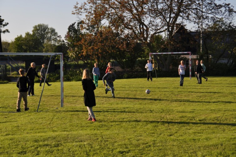 Fußballplatz im dänischen Freizeitheim Boll´s Lejrskole auf der Insel.