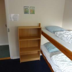 Das Schlafzimmer im dänischen Freizeitheim Boll´s Lejrskole auf der Insel.