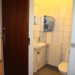 Das Sanitär im dänischen Freizeitheim Boll´s Lejrskole auf der Insel.