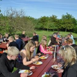 Picknickplatz im dänischen Freizeitheim Boll´s Lejrskole auf der Insel.