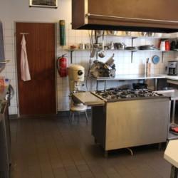 Die Küche im dänischen Freizeithaus für Gruppen Ristingegaard.