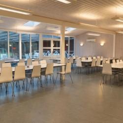Speisesaal im Ferienhaus Ebeltoft Strand in Dänemark.