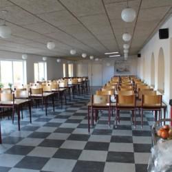 Der Speisesaal im dänischen Freizeitheim Helsinge.