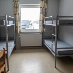 Der Vierbettzimmer im dänischen Kinder- und Jugendfreizeitheim Rubjerglejren direkt am Meer.
