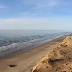 Der weitläufige Strand am dänischen Kinder- und Jugendfreizeitheim Rubjerglejren.