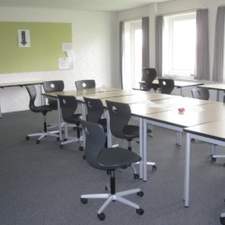 Die Klassenräume für Gruppenarbeit im dänischen Freizeithaus Solgarden Efterskole.