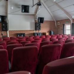 Das Kino im Freizeithaus Solgarden Efterskole in Dänemark.