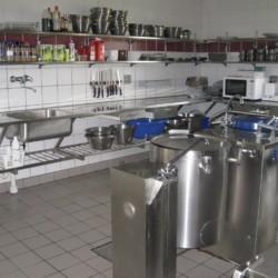 Die Küche im Freizeitheim Solgarden Efterskole in Dänemark.