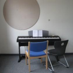 Piano im dänischen Freizeithaus Solgarden Efterskole.