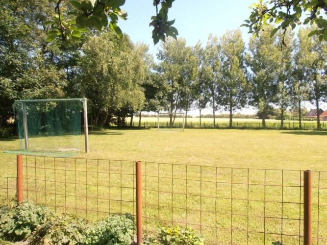 Der zugehörige Fußballplatz des Freizeitheims Vadehavs in Dänemark.