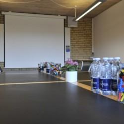 Ein Konferenzraum im Gruppenhaus Virksund in Dänemark.