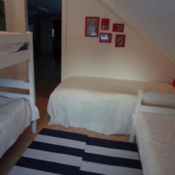 SEID_4S_1 Vierbettzimmer im Freizeithaus Idrottsgården i Flen in Schweden.